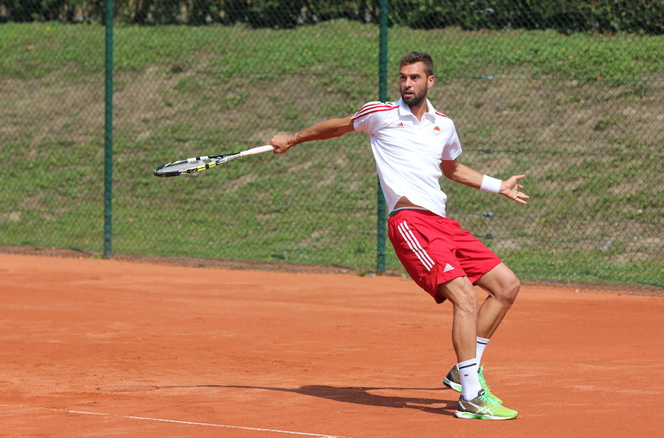 Powered by Sportshop99 - Asics Shoes & Team-Outfit für die Nr. 19 der Tennis Weltrangliste