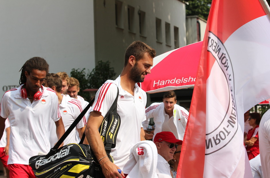 Powered by Sportshop99 - Das Team-Outfit für die Nr. 19 der Tennis Weltrangliste