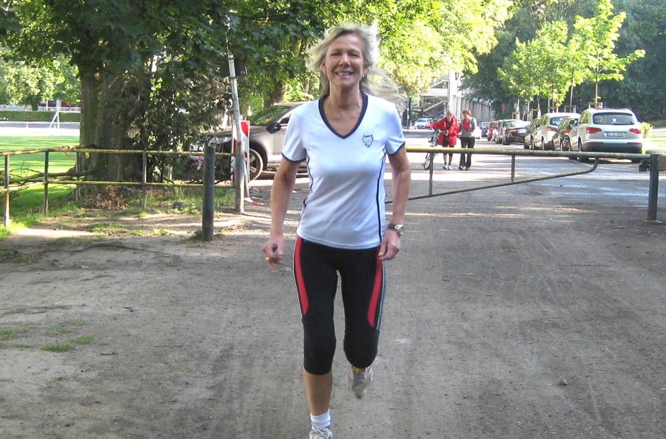In Vorbereitung auf den Köln Marathon im HS99 Laufshirt - RTL Moderatorin - Ulrike von der Groeben